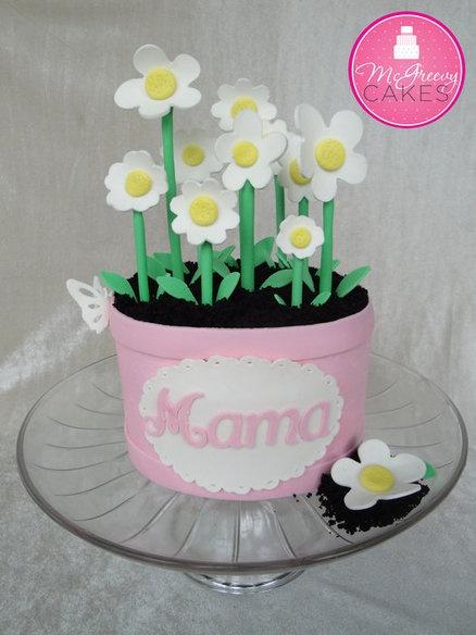 Pastel en forma de macetero con flores para las mamas!!!!!!