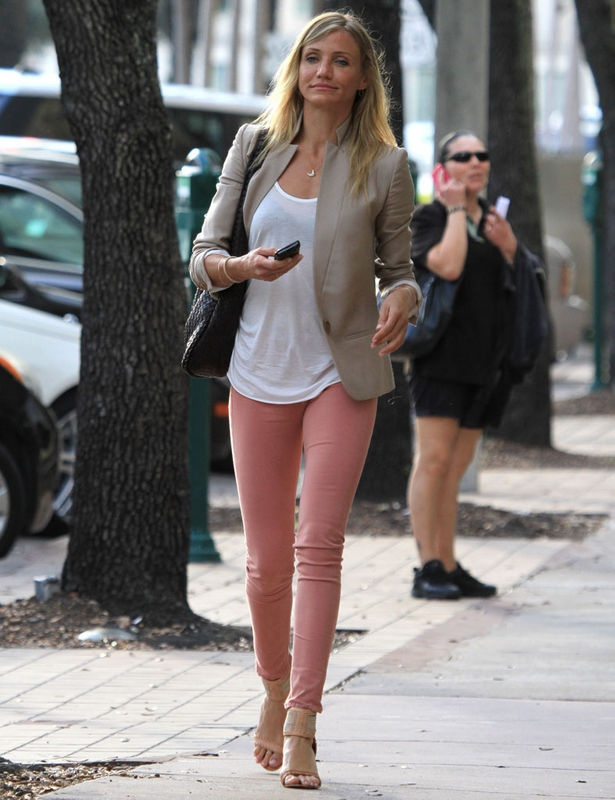 Denim Jacket   White Top   Beige Skirt    Cameron Diaz, we love her style here - (Discover Sojasun Italian Facebook, Pinterest and Instagram Pages!)