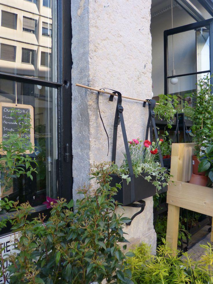 une utilisation bien pens e de nos bretelles de balcon. Black Bedroom Furniture Sets. Home Design Ideas