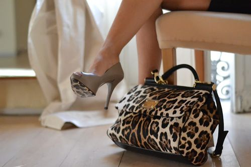 that bag! to die for. like seriously
