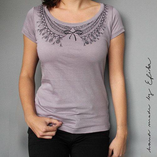 Šeříkové tričko s květovaným límečkem (vel.S)