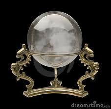 Risultati immagini per sfere di cristallo con il piedistallo a forma di drago