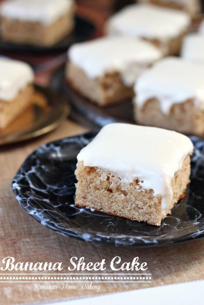 Banana sheet cake with cream cheese frosting from Roxanashomebaking.com // Moist and sweet from the mashed bananas with a little tangyness from the cream cheese frosting! #banana #cake #recipes