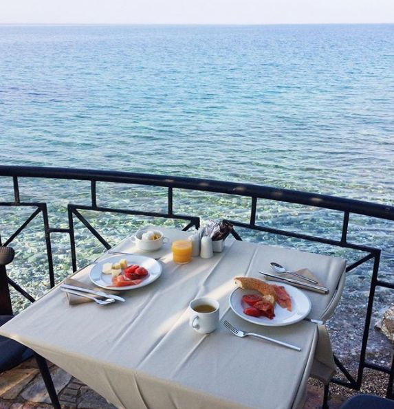 Waking up and starting your day in the most perfect way with a healthy breakfast on the shores of the Mediterranean Sea!  #Goodmorning #Breakfast #Breakfastbythesea #SummerHolidays #SummerInGreece #Wyndham #Loutraki #Poseidon #Resort  (Photo Credit: 📸 Dasha2603)