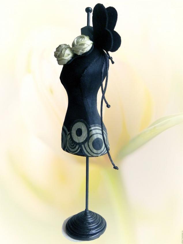 Будем делать манекен с красивой фигурой:) Флизелин понадобится для подкладочной части. Основной материал на ваш выбор.
