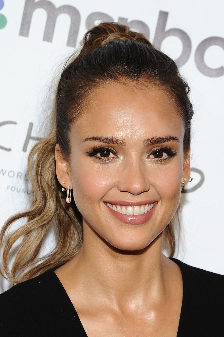 A perky ponytail and cute cat eye like Jessica Alba's can punch up your look day or night.