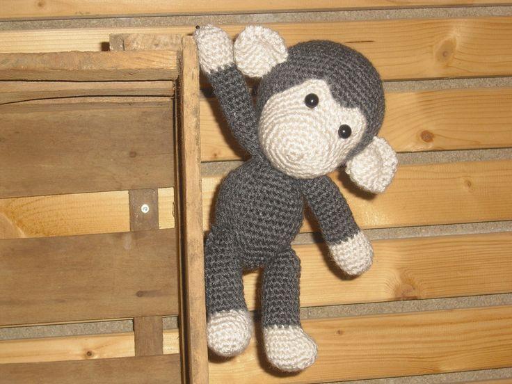Kuscheltiere - Amigurumi  Häkeltier - Affenbaby - ein Designerstück von Urdes-Geschenke bei DaWanda