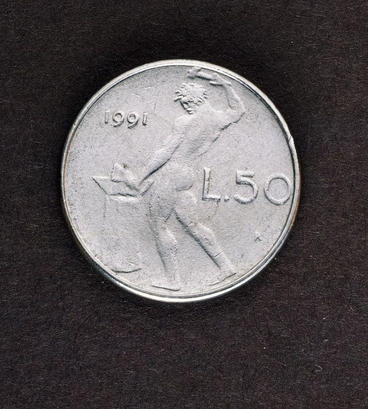 <p>Le monete da 50 lire che riportano la data del 1958 sono molto ricercate. Ne furono diffusi solo 825mila esemplari. (Photo by DeAgostini/Getty Images) </p>