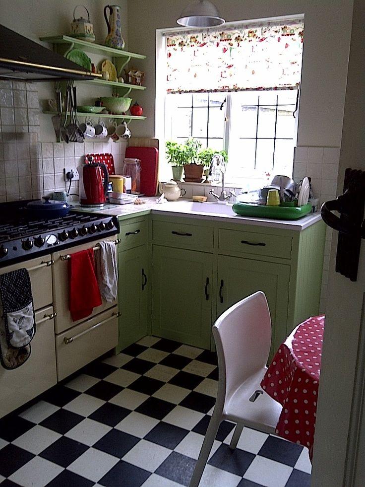 'Fifties kitchen' blinds love this kitchen, love love love this floor
