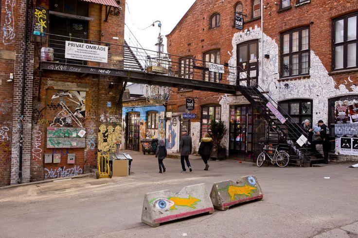 Blå og Strykejernet (th) i Brenneriveien nederst på Grünerløkka. Bydelen havner på hipsterliste i britisk avis.