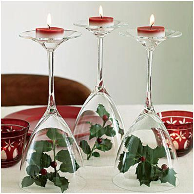 Taças, folhagens e velas fazem um ótimo enfeite para a mesa.