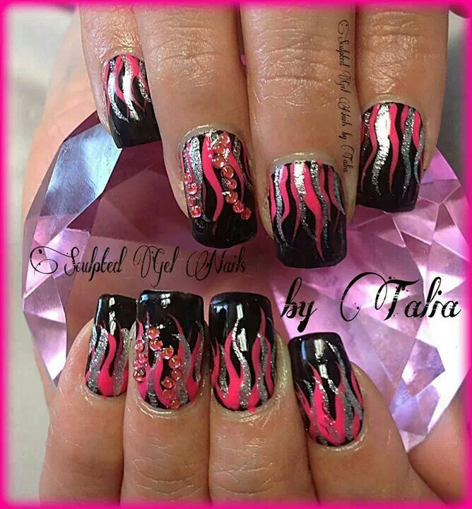 Hot flame design nail art to try | fall nail art ideas | nail art with glitter | Ideas de Unas | ongles