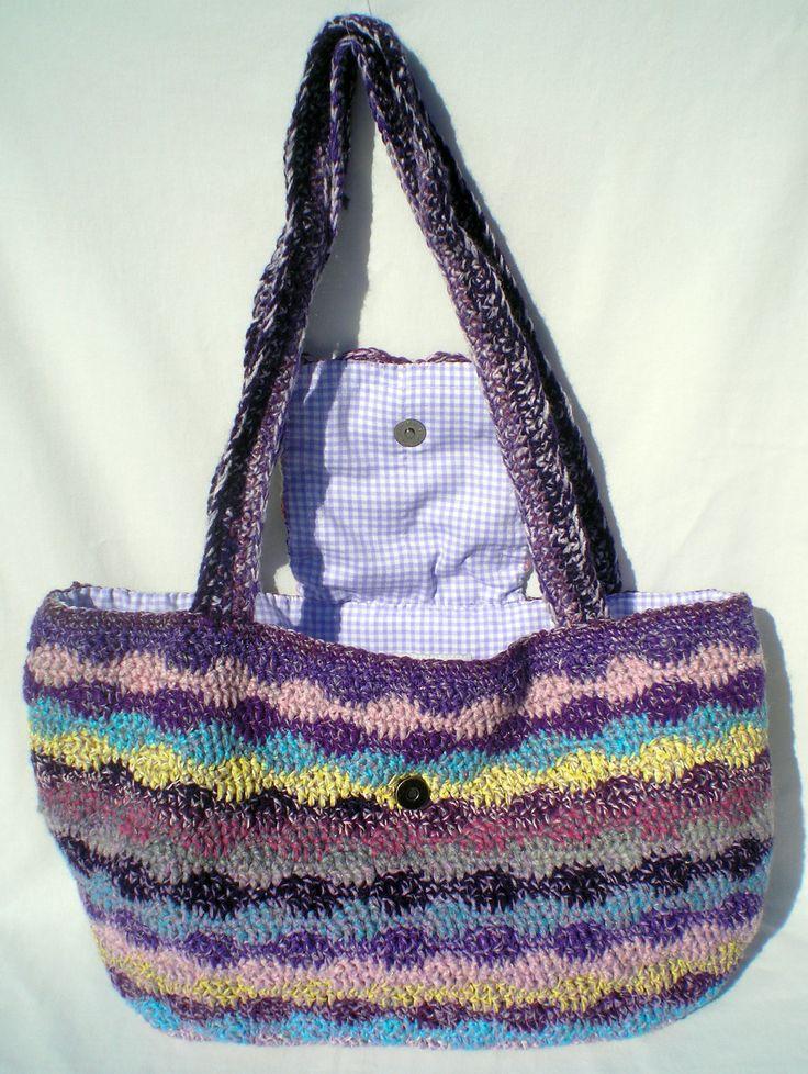 Óriási kézzel horgolt táska. Mind a négy évszakban hordható. Saját tervezésem, és saját készítésű. Large handmade crochet bag for 4 seasons. Hobbysuli design and product.