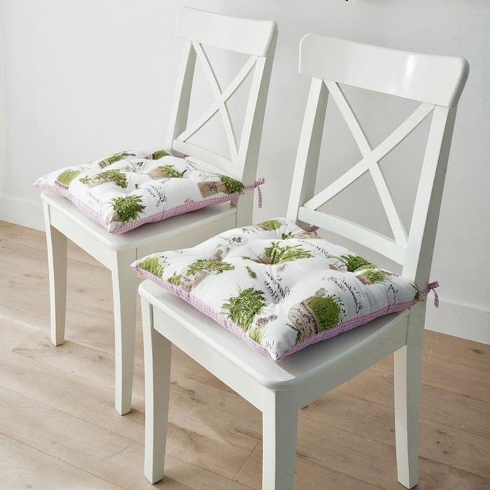 galette de chaise colorée, chaises en bois de cuisine