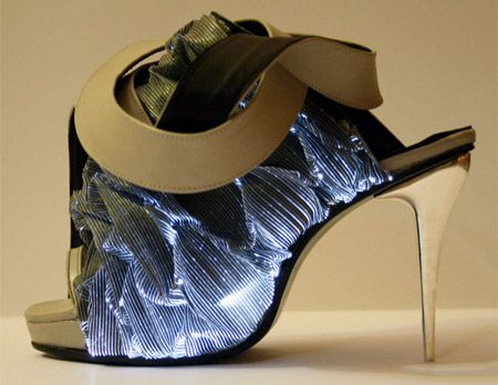 illuminated Shoes - Modern shoes by Francesca Castagnacci come with integrated optical fibre that creates awesome light effects