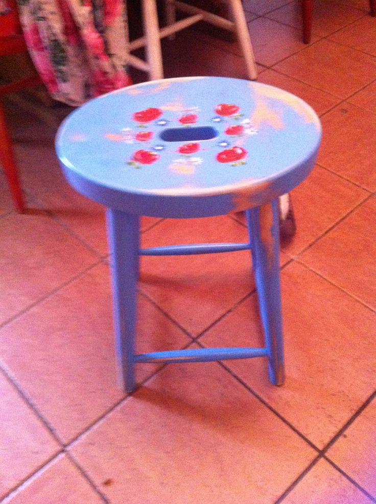 Another free worn out stool with a splash of paint on