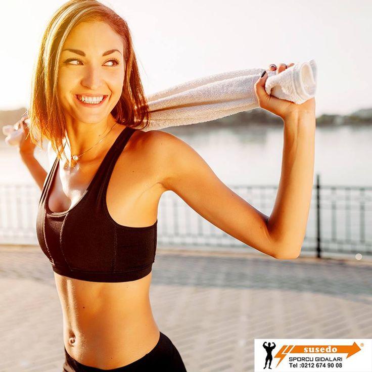 """Başarılı bir egzersiz düzeni sürdüren insanlar, odak noktalarını, kilo vermek gibi daha dışsal sonuçlardan ziyade, burada ve şimdi olan içsel pozitif deneyimlere yöneltmeyi öğrenmişlerdir. Bu kişiler """"içsel egzersizci"""" olarak adlandırırlar. Ve siz de onlardan biri olabilirsiniz. #susedosporcubesinleri #spor #saglik #proteintozu #saglikliyasam #enerji #fitness #gym #hareket #egzersiz #vucut #stres #mutluluk #enerji #kadın #erkek"""
