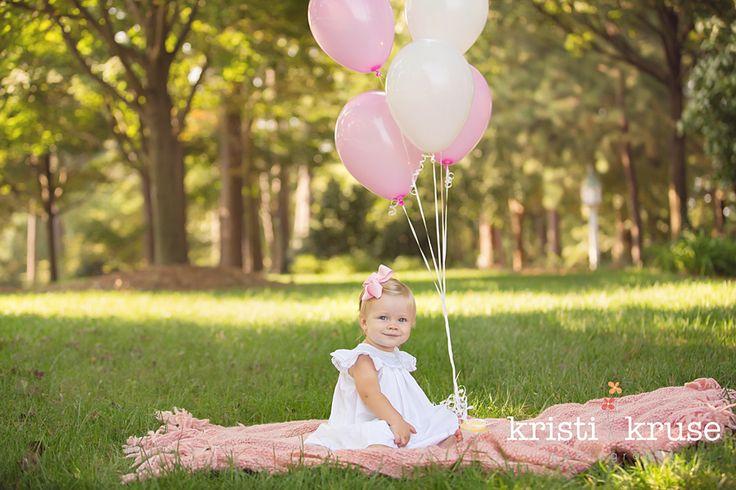 baby girl's first birthday photo shoot ideas
