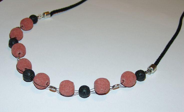 Ketten kurz - Schicke lange Halskette aus Lava, ziegelrot  - ein Designerstück von Bianca-Schinagl bei DaWanda
