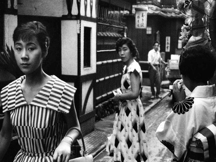 Fashion Mode dans les rues au Japon - 1958 © Copyright Marc RIBOUD