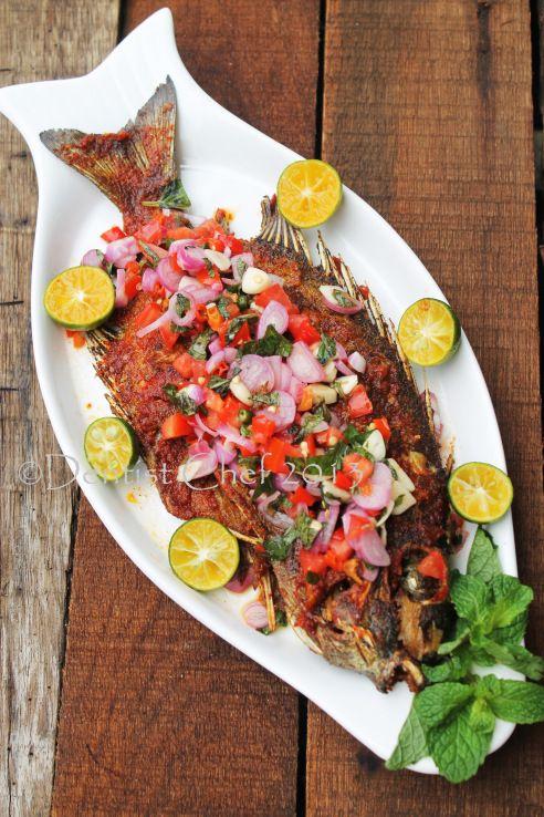 Ikan baronang bakar rica-rica (grilled rabbit fish with rica-rica sauce)