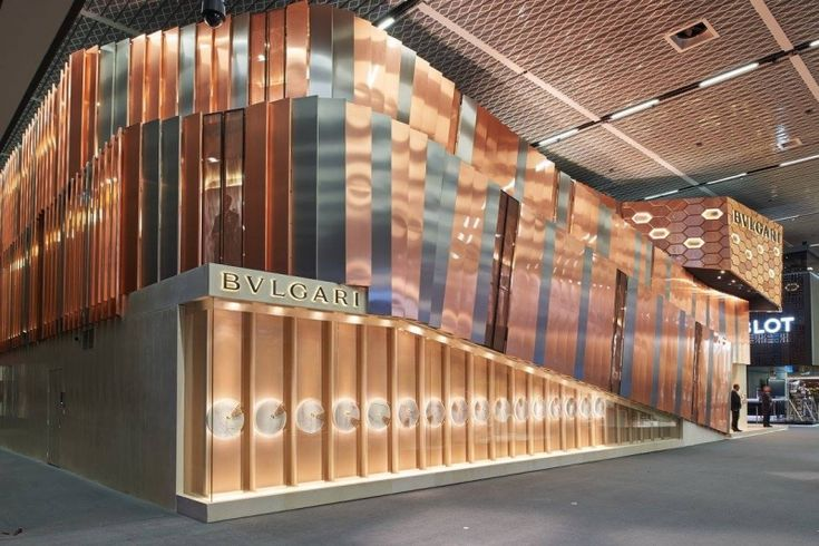 BULGARI A BASILEA - Anche nella realizzazione dello stand Bulgari per l'edizione 2015 del Salone Mondiale dell'Orologeria e della Gioielleria a Basilea (Svizzera), l'architetto Piva ha impiegato il tessuto M&M RIO. (More info: http://m.ttmrossi.it) #Design #Moda #Style #Armani #Events #InteriorDesign #IdeaDesign #idea #inspiration #TTMRossi #Metaldesign
