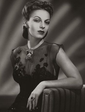 1940s Jewelry Styles and History | For women, Women's ...