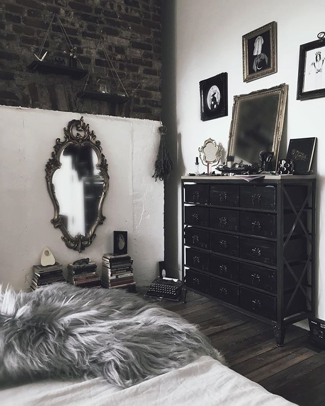 Home Decor Websites For Cheap: Best 25+ Goth Bedroom Ideas On Pinterest