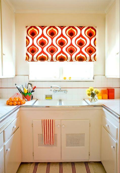 Color kitchen.: Bright Kitchens, Kitchens Curtains, Vintage Kitchens, Romans Shades, Color Schemes, Windows Treatments, Kitchens Color, Retro Kitchens, White Kitchens