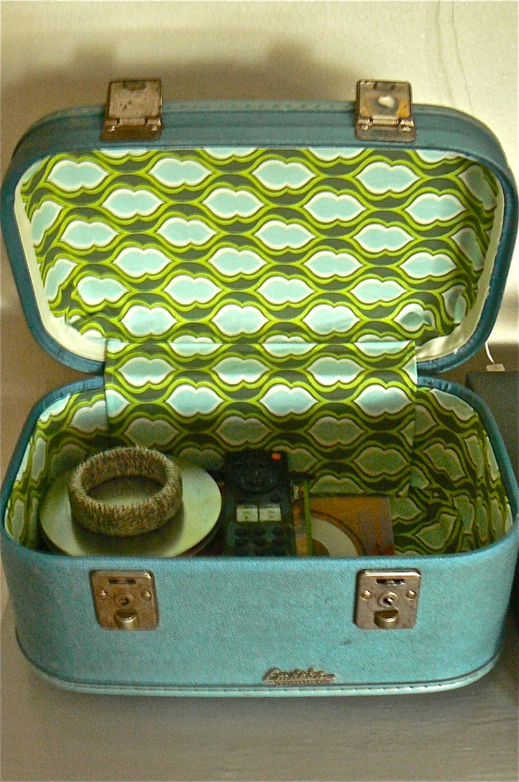 Jed and Ivy: Vintage Train Case re-do...need to refinish my jewelry train case and my steamer trunks!