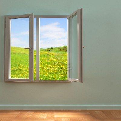 De laatste jaren wordt alsmaar meer gehamerd op het isoleren van woningen. En terecht natuurlijk, want door je woning te isoleren hou je de warmte binnenshuis in de winter, en buitenshuis in de zomer. Dit bespaart je enorm veel energie, en de kosten die daaraan verbonden zijn.  Maar aan de andere kant zal een verbeterde isolatie de natuurlijke ventilatie in de woning verminderen. En dus zal je ervoor moeten zorgen dat je je woning af en toe zelf verlucht.