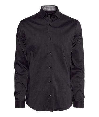 Es un la camisa negro.