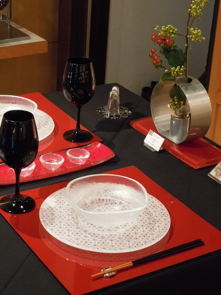 Elegant and edgy tabletop for Japanese dining. Tableware by Glass Studio