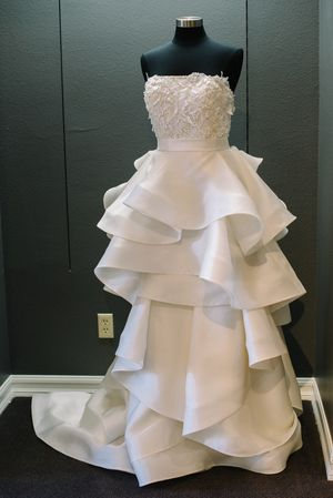 18 best mon amie 40th anniversary exclusive wedding gowns for Mon amie wedding dresses