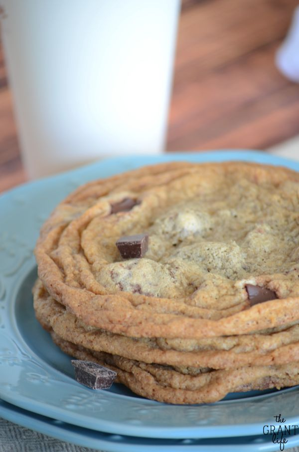 Chocolate chunk cookie recipe - Starbucks copycat! (scheduled via http://www.tailwindapp.com?utm_source=pinterest&utm_medium=twpin&utm_content=post892043&utm_campaign=scheduler_attribution)