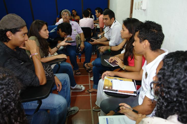 "Factor 4: Procesos Académicos. Evento Academico ""Asi suena la radio"" – 2010 – en la foto, estudiantes de distintos semestres de Comunicación Social . #Unicartagena #ComunicaciónSocial"