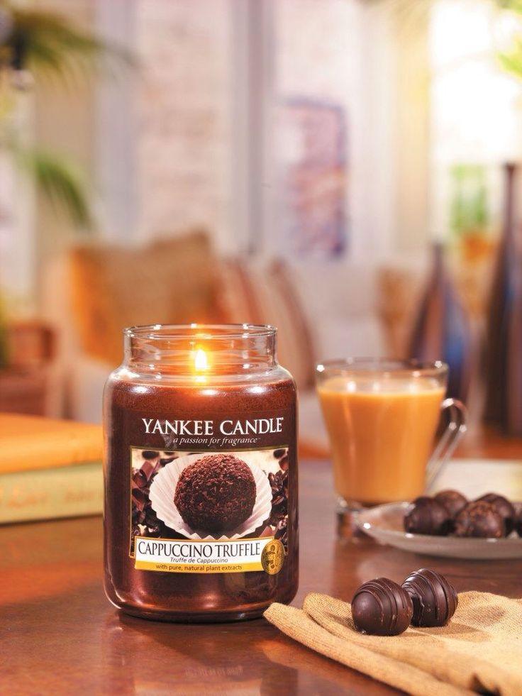 Cappuccino Truffle från Yankee Candles serie Café Culture.  Den förfinade kombinationen av kraftfullt, rostat kaffe och ljuvligt sammetslen choklad. #YankeeCandle #CappuccinoTruffle Bildkälla: The Yankee Candle Company