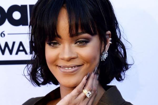 Kensington Palace tweets photos of Prince Harry and Rihanna in Barbados