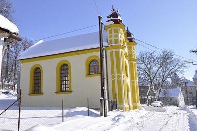 Synagoga v zime.
