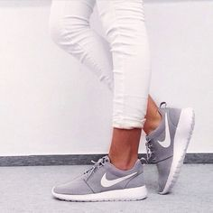 White skinny jeans paired with grey + white Nike sneakers. So casual and so stylish.