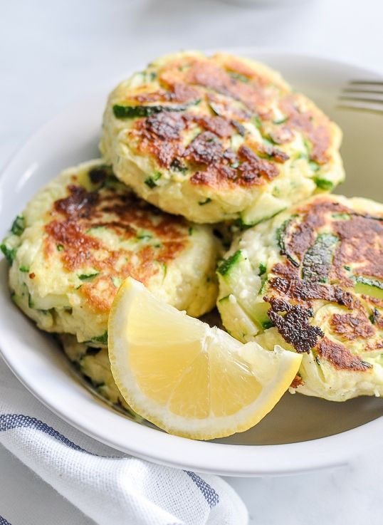 Zucchini Ricotta Cakes. These cakes/fritters are so easy to make! A perfect addition to a healthy and quick lunch.