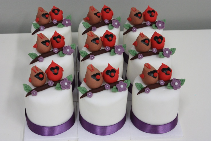 Female and male cardinal mini cakes