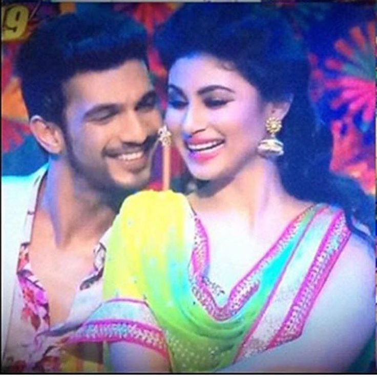 """arjunbijlani: """"We thank you all once again for ur love love and more love.#naagin #ritik #shivanya #rivanya #instacool #instagood #instagram #instalike #instalove #instadaily #funtimes #happiness #hardwork with @imouniroy and @colorstv"""""""