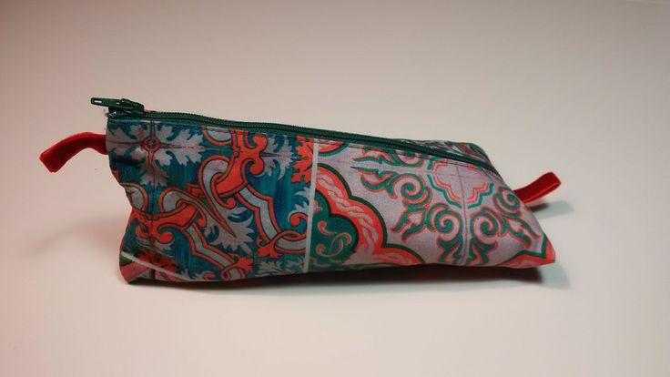 Schönes und einfaches Schminktäschchen, Stiftemäppchen, Schlampermäppchen, Krimskrams nach dem kostenlosen Schnitt von pattydoo. Anfänger-geeignet.