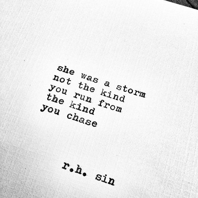 Ella era una tormenta. No de esas de las que huyes, sino de esas que persigues.