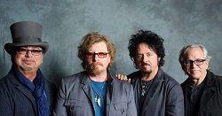 Группа Toto во главе с гитаристом Стивом Лукатером планирует отметить свой 40-летний юбилей выпуском нового альбома и большим турне. «Мы работаем над новым материалом по случаю нашего 40-летнего юбилея. И это здорово. Мы записываем новую музыку и собираемся отправи�