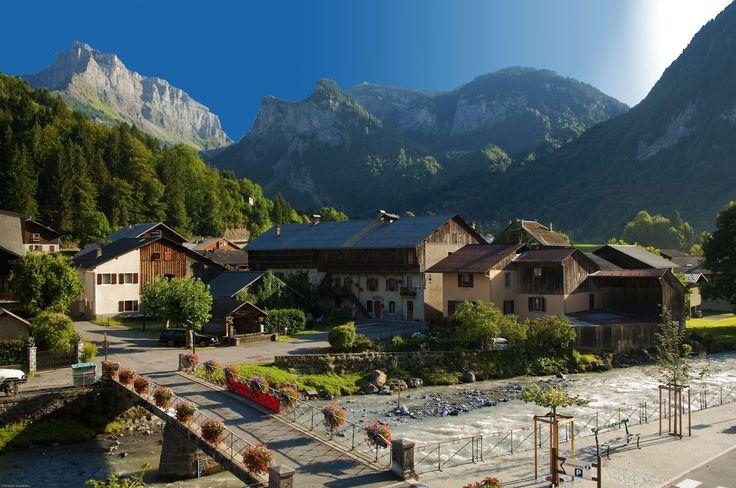 Sixt-fer-à-Cheval dans les plus beaux villages de France - Haute Savoie A découvrir avec les Guides du Patrimoine des Pays de Savoie (@GuidesGPPS) http://www.gpps.fr/Guides-du-Patrimoine-des-Pays-de-Savoie/Pages/Site/Visites-en-Savoie-Mont-Blanc/Faucigny/Vallee-du-Giffre/Sixt-Fer-a-Cheval