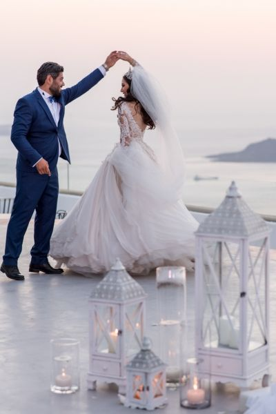 Mr & Mrs first dance from Luxurious Lebanese wedding at Santorini Gem in ivory and rose gold by Phosart Photography & Cinematography
