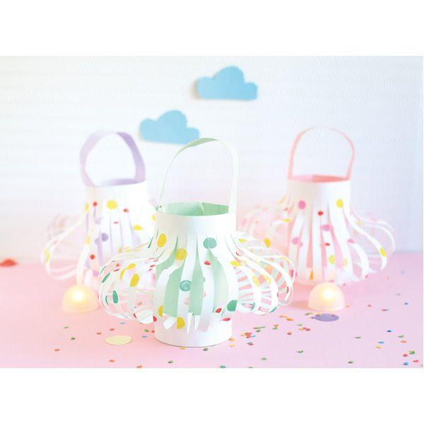 Papierowe lampiony DIY #dekoracje #fun #kids #creative #zabawa #moje #bambino  http://www.mojebambino.pl/witraze-i-lampiony/314-papierowe-lampiony.html