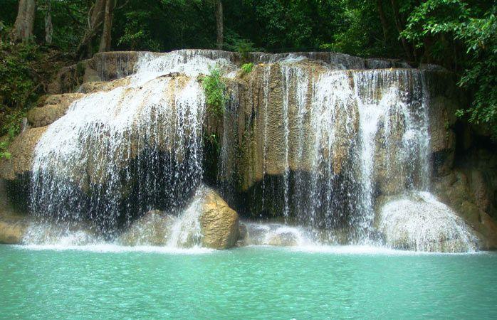 O Parque Nacional Erawan, na Tailândia, oferece piscinas naturais esplêndidas © honey-bee #momondo